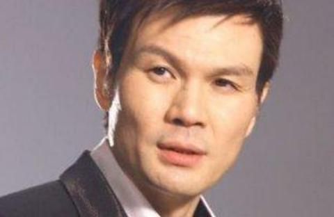 他曾和何炅汪涵齐名,也被称为综艺一哥,看不惯导演做事选择退圈