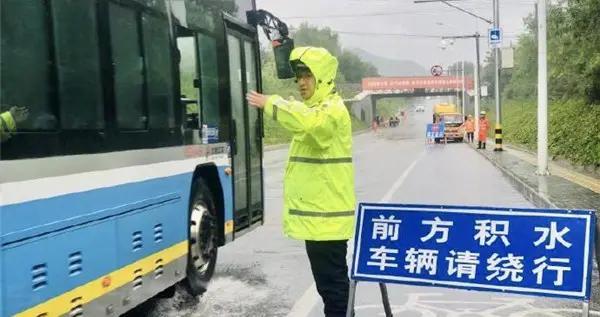中国发布丨北京警方投入4万余警力应对强降雨天气 确保群众生命财产安全