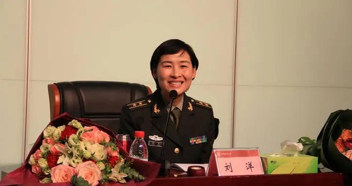 中国首位女性宇航员,返回地面后为何多年不露面,背后原因很感人