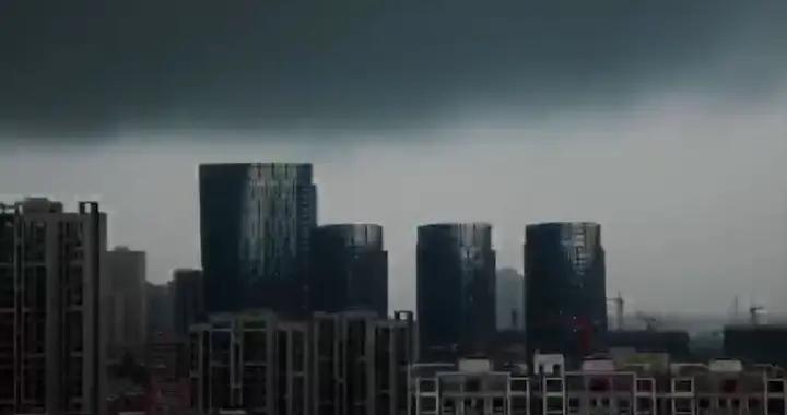 """晴空万里突然暴风雨,看""""黑云""""之下的泉城"""