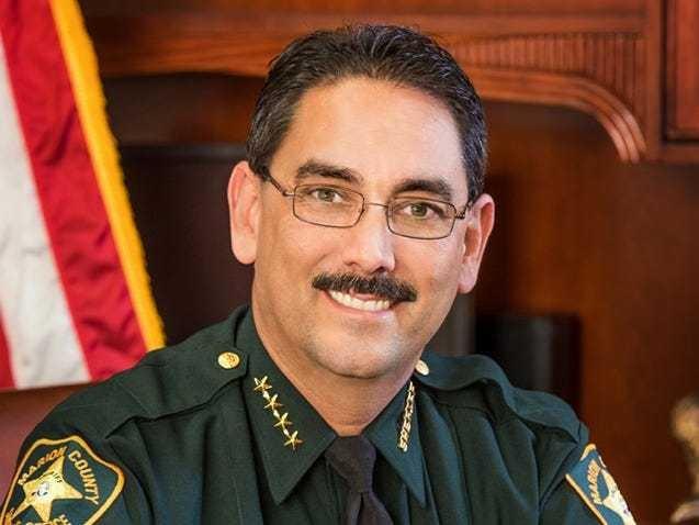美国佛州疫情严峻一警长却禁止警员戴口罩上班