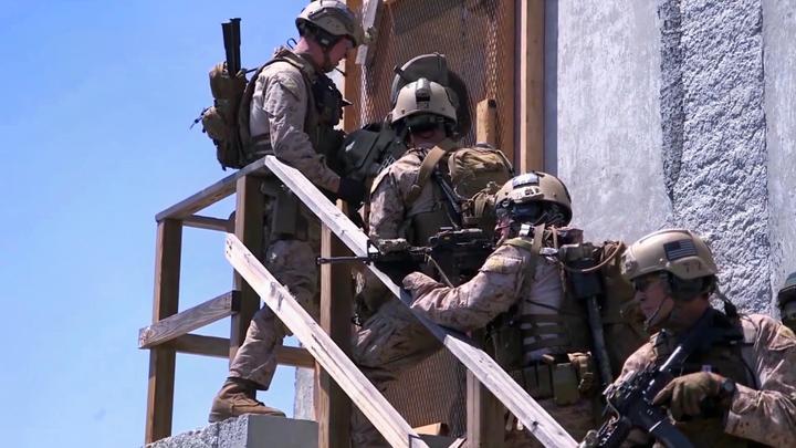海军陆战队演练定点拔除据点