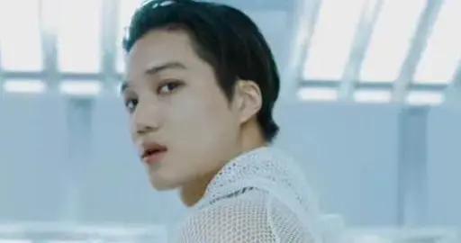SuperM发新MV预告,金钟仁回眸迷众生边伯贤侧颜能打,满屏大长腿