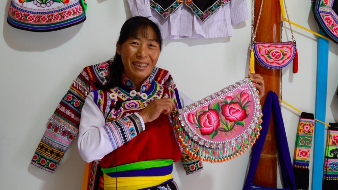 【走向我们的小康生活】彝族妇女李秀英的脱贫故事