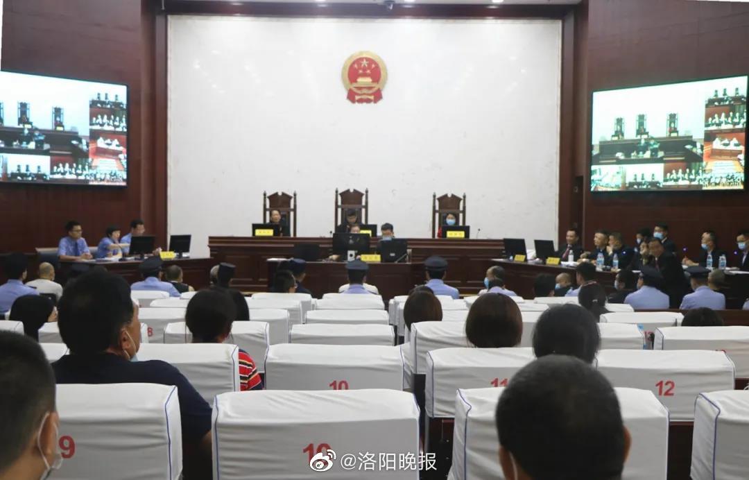 破坏电力设备、非法转让土地使用权 这16名被告人受审!