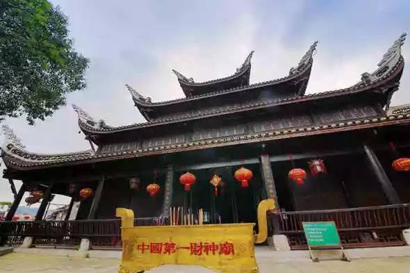 """贵州又一景区走红,有""""中国第一财神庙""""之称,又因酷似黑虎闻名"""