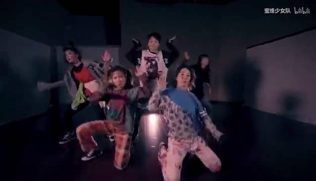 小彩虹徐梦洁蜜蜂少女队时期和刘雨昕跳的舞……