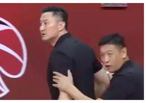 逆转19分,限制林书豪,姚明笑了,让李楠下课选杜锋的决策太正确