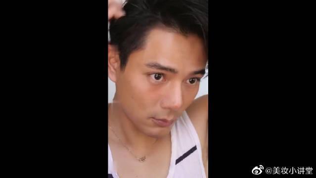男生化起妆来到底有多可怕,难道这就是吴彦祖和李佳琦的结合体?