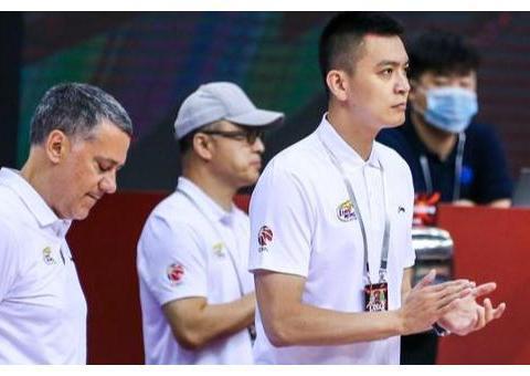 霍楠:杨鸣对马丁内斯的执教非常气愤,辽宁男篮从没有放弃过比赛