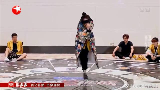 中二少女的世界,热巴展示新绝技,众人看后笑到不行!