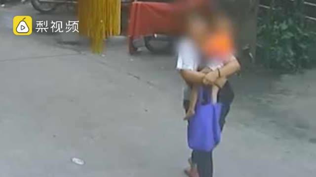 警方11小时跨市解救被拐幼童:全程调监控锁定嫌疑人