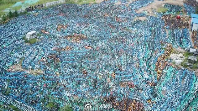 沈阳官方回应工地堆放数万共享单车:因整治市容市貌限制使用数量