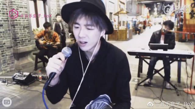 """摩登兄弟刘宇宁《其实都没有》 """"我也曾经憧憬过 后来没结果 只能靠一首歌真的在说我"""""""
