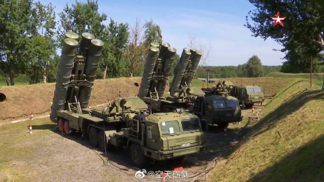 波罗的海舰队地面导弹部队的S-400防空导弹进行模拟发射演练