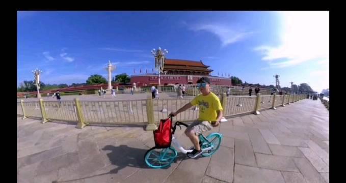 骑单车360度穿越天安门 @北京随手拍 @微博旅游 @随手拍