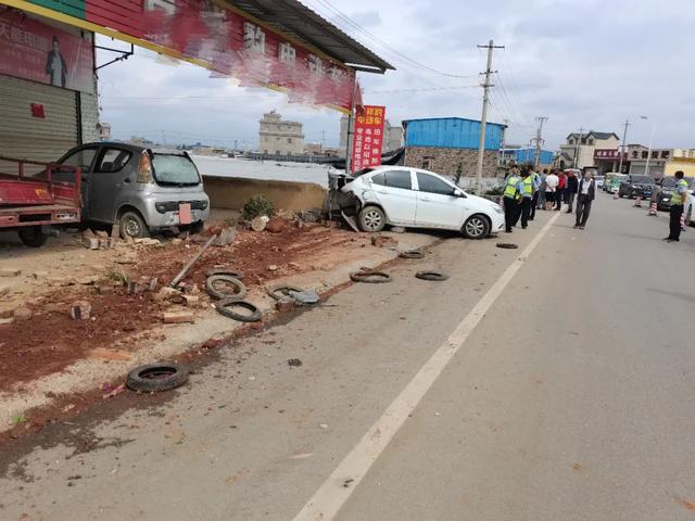 一场车祸发生在卢 司机不幸遇难