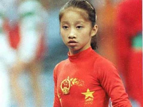 她是体操天才,18岁因病离开赛场,嫁美国人成人生赢家