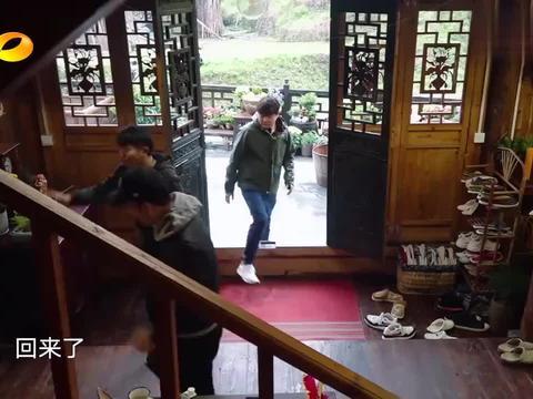 向往3:王太利跟肖央吃日料,却碰到自己女儿约会,真是笑死了!