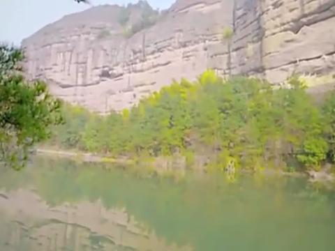 在清湖旁,韦小宝向双儿再次求婚,油嘴滑舌逗双儿开心
