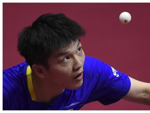 国乒世界冠军大爆发!樊振东连扳三局逆转,成打进男单八强第一人