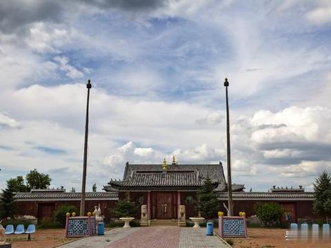 历史悠远,景点众多,乌兰五台中有一座最古老的一座寺庙