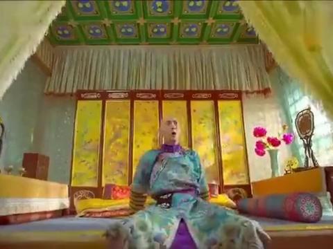 姐姐藏在韦小宝的房间,不料建宁突然来找小宝玩,这下搞笑了