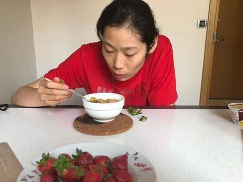 奥运亚军说世界冠军李盈莹有很多不足!球迷:你没资格评价李盈莹