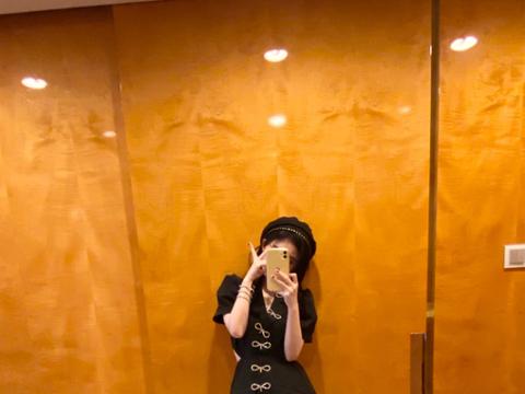 26岁鞠婧祎为了扮嫩,就学00后穿jk制服,秀出来的漫画腿无敌撩