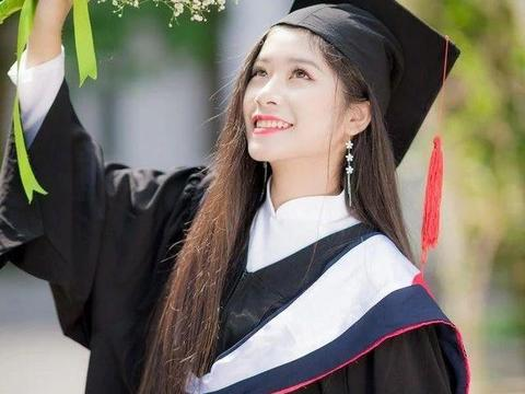 越南女生留长发14年,现头发长一米多,长相甜美成校花