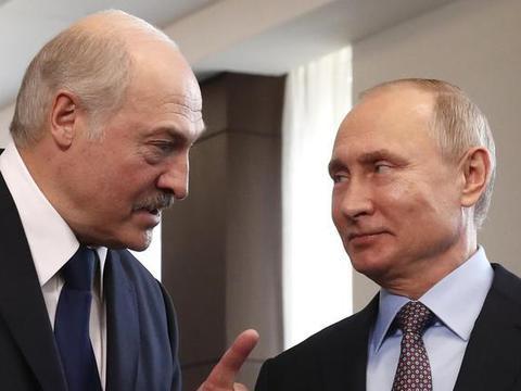 不准盟友倒向美国!俄军大批坦克在边境集结,美警告勿轻举妄动!