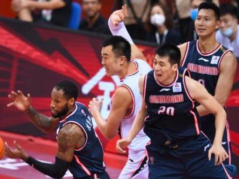 关键时刻辽宁队反超广东队,为什么杜锋不叫暂停换上杜润旺?