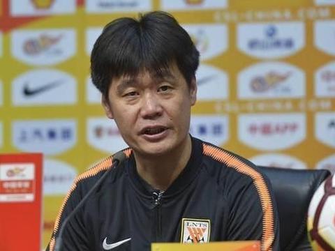 本土教练典范:李霄鹏一番话赢得球迷点赞,中超教练都学学!