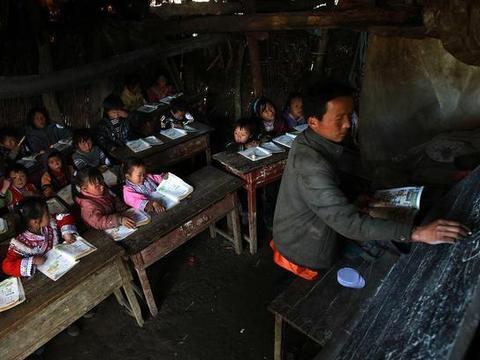 摘帽深度贫困县,投资7.1亿建豪华中学,再穷不能穷教育?