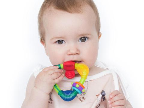 宝宝几个月龄,可以使用,牙胶和磨牙棒呢?西安月嫂服务