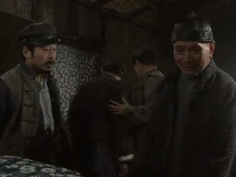 微山岛被小林占领。山里,张司令放美惠子和田中回去!