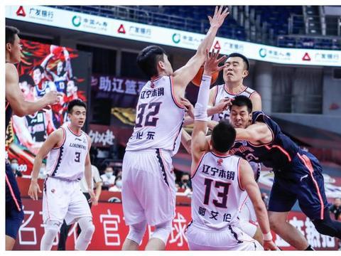 CBA资讯:马布里祝贺宏远,杜锋赛后甩锅球员,广东输球迎好消息
