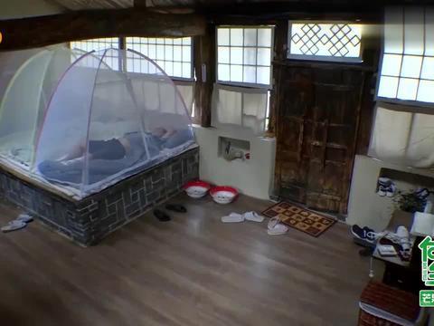 大华本想早起做饭,给黄磊一个惊喜,不料却差点把房子点着!