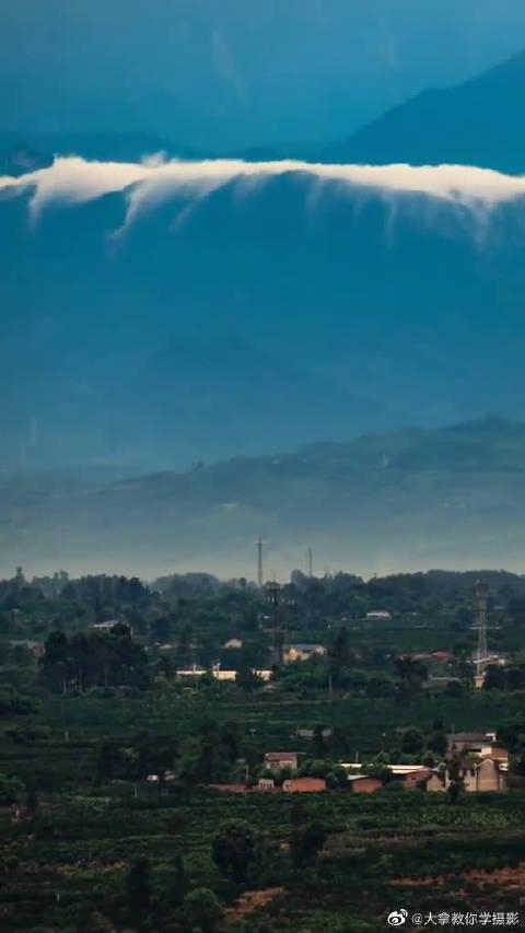成都平原有一种风景叫云瀑如丝天际来!