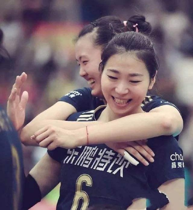 她是中国女排暴力副攻,与张常宁亲如姐妹,郎平助她成为世界冠军