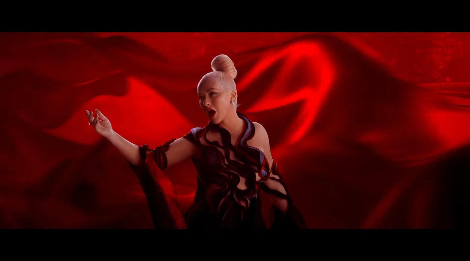 Christina Aguilera 新单 El Mejor Guerrero MV首播……