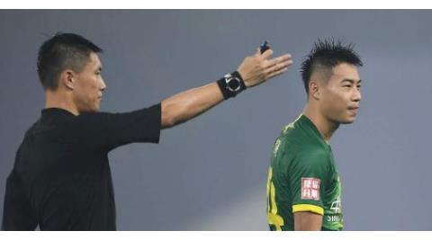 看走眼了!他新赛季仅代表国安踢了一场比赛,就被弃用沦为替补