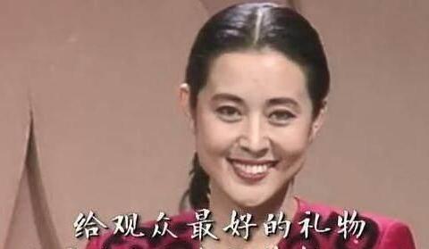 12次主持春晚,60岁靠人搀扶走路,3段婚姻后,倪萍现状令人堪忧