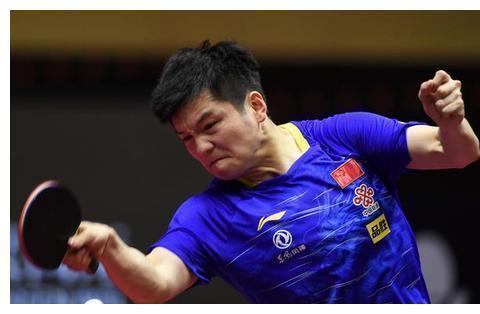 国乒24岁名将爆发!世界第一被轰10-2,2-4出局,樊振东无缘决赛