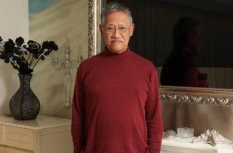 80岁吴耀汉在香港的家:当年一部片酬能买一套楼,如今住旧式唐楼