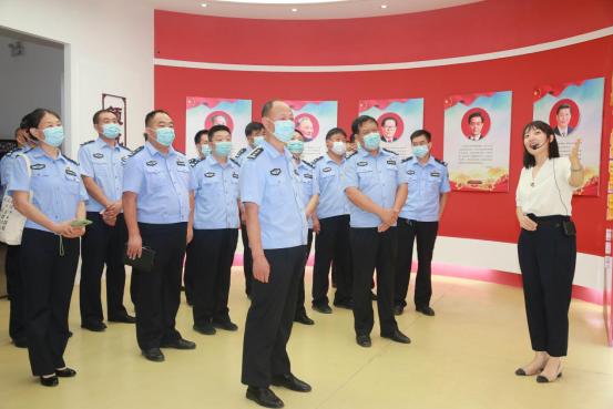 河南淇县公安局组织民警参观廉政教育基地筑牢反腐思想防线