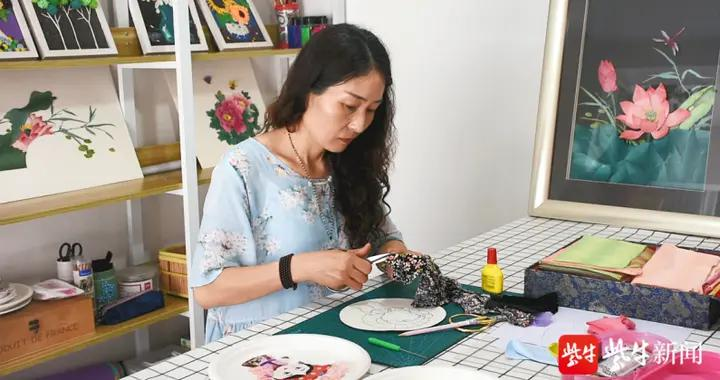 """""""布""""一样的《红楼梦》:女老师用碎布片贴出卡通版""""金陵十二钗"""""""