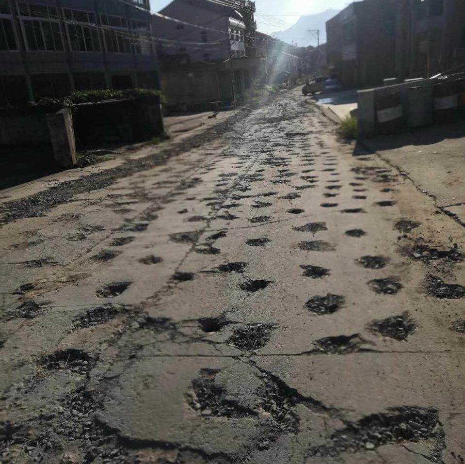 夸张了!温州一道路坑成这样,千疮百孔(图)