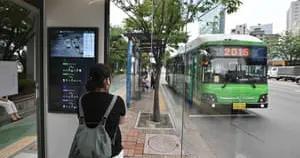 韩国安装防疫公交候车亭 体温低于37.5°C才能进站候车