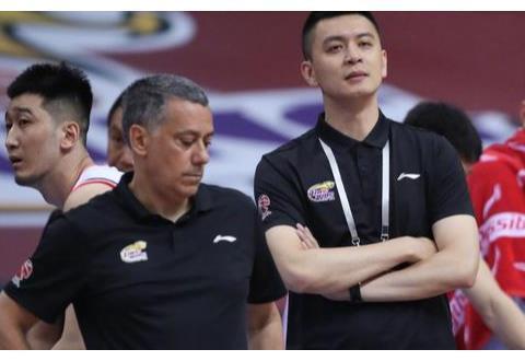 辽宁男篮新赛季教练组确定!马丁内斯继续留任,杨鸣仍会辅助